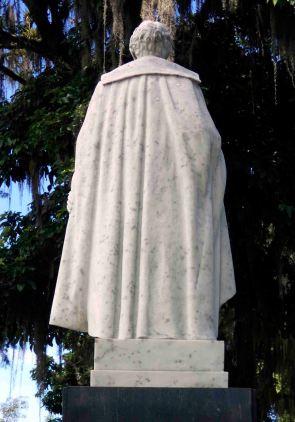 Ennegrecimiento de la estatua de Sucre. Foto Samuel Hurtado Camargo, 28 de mayo de 2017
