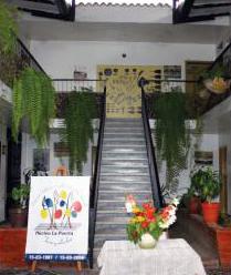 Interior y jardines de la Escuela de Música Adela de Burelli, sede del Sistema de Orquestas Infantiles y Juveniles de Venezuela.