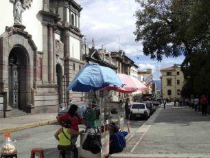 Otra vista del costado sureste de la plaza Bolívar de Mérida. Patrimonio histórico de Venezuela.