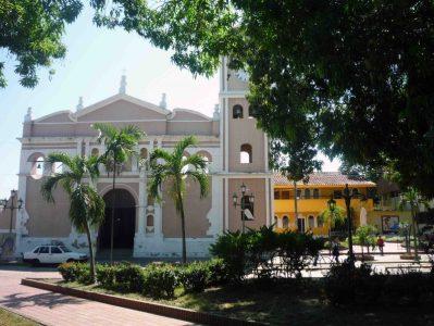 Vista general de la catedral Nuestra Señora de la Virgen del Pilar. Foto Marinela Araque. 2012.