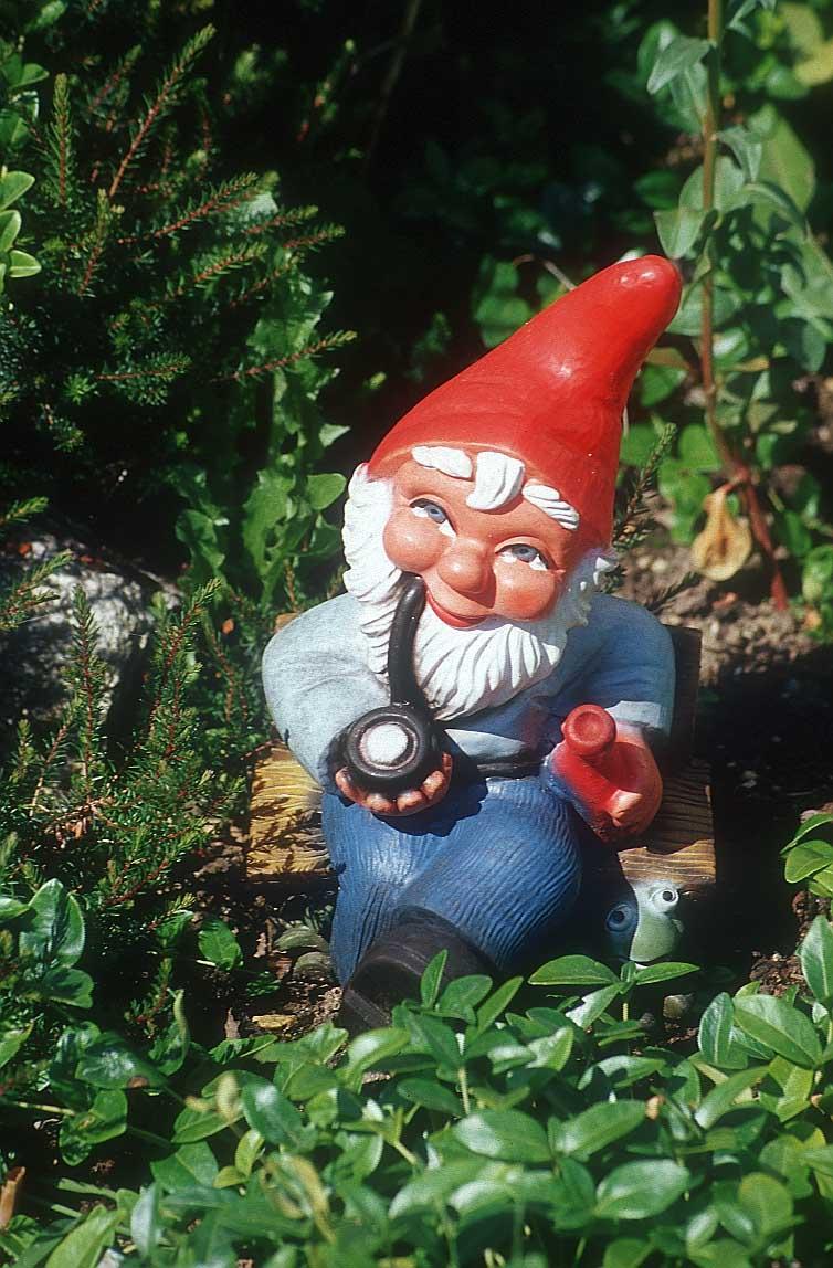 garden-gnome-pipe-9r