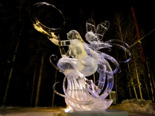 I really do not know how they pulled this off. The 360 degree curls are incredible. The hoop (sun) she is holding is only about 3/4 of an inch thick at it's narrowest point. That's incredible precision!