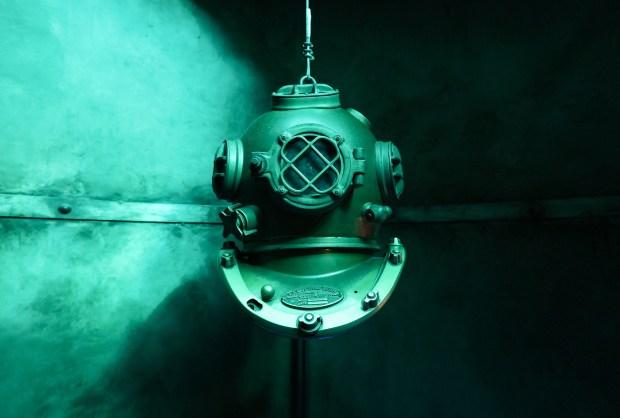 diving-helmet.jpg