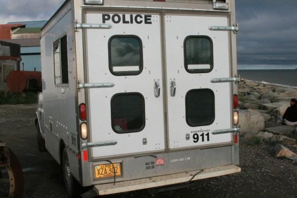 Полицейский фургон на набережной