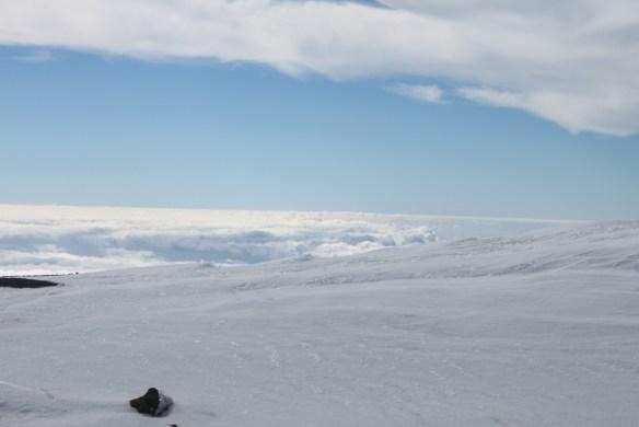 На Тейде. Сразу и не разберешь, где заканчивается снег и начинаются облака