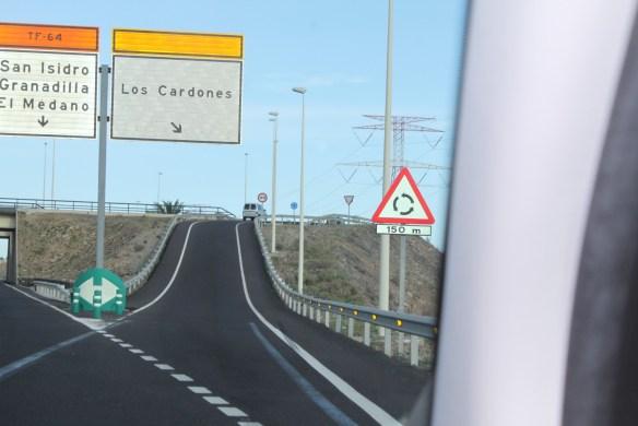 На указателе видно El Medano, повернете на следующем съезде