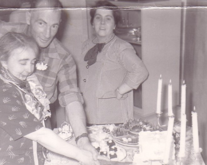 Agnes and John Hadden cutting their 25th wedding anniversary cake