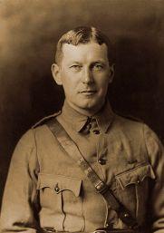 MCRAE John_in_uniform_circa_1914
