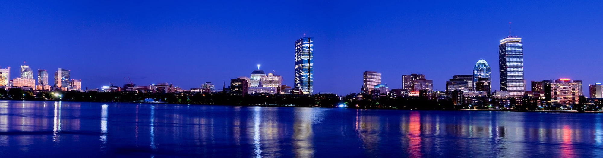Ian's Boston Adventures blog header photo: A gorgeous shot of the Boston skyline at dusk.