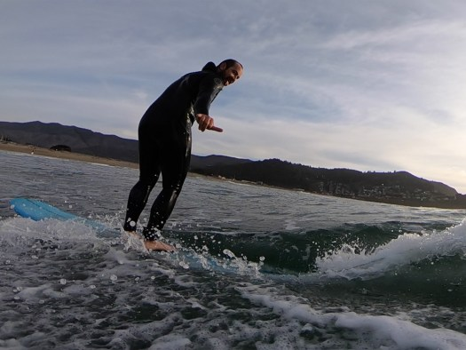 Hang loose - surfing pacifica