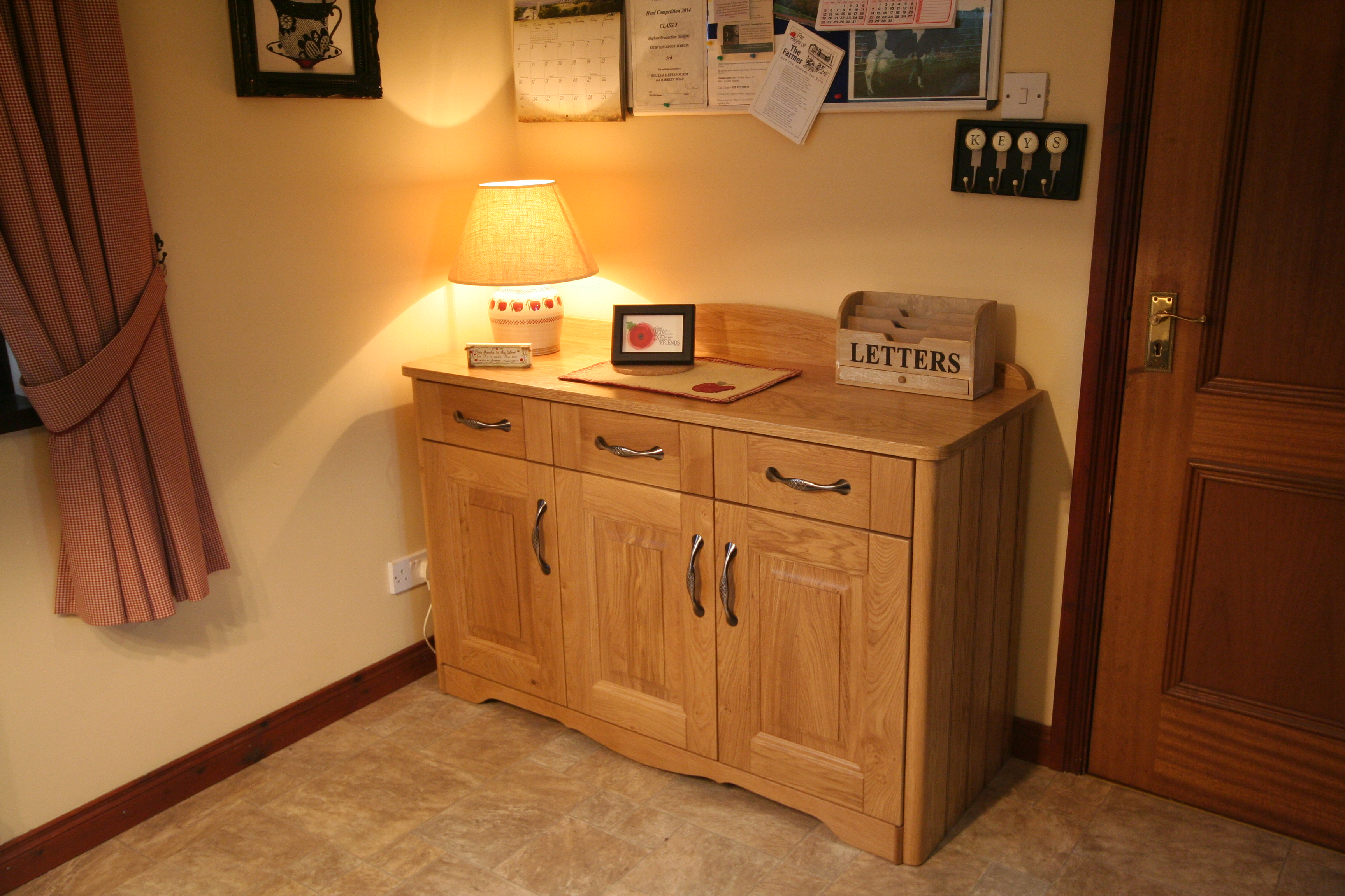 Dresser in character oak