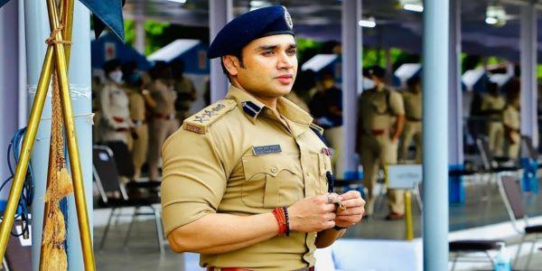 Sachin Atulkar IPS officer belongs to the 2007 batch. He is a popular civil servant on social media.