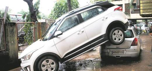 mumbai-flood-car