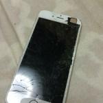 iPhone6の画面割れの修理! そこそこ派手に割れてますよ!