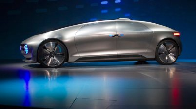 voiture Mercedes-Benz F015 Luxury in Motion autonomous concept car is pictured on-stage during the 2015 International Consumer Electronics Show in Las Vegas