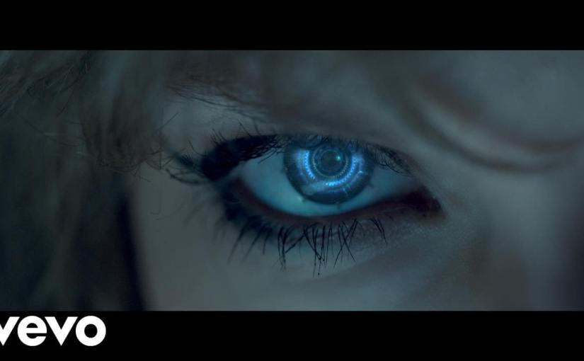 La vidéo de Taylor Swift est inondée d'images transhumanistes