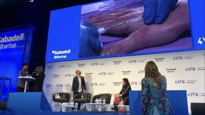 Biohacking rfid ship implant sur scène