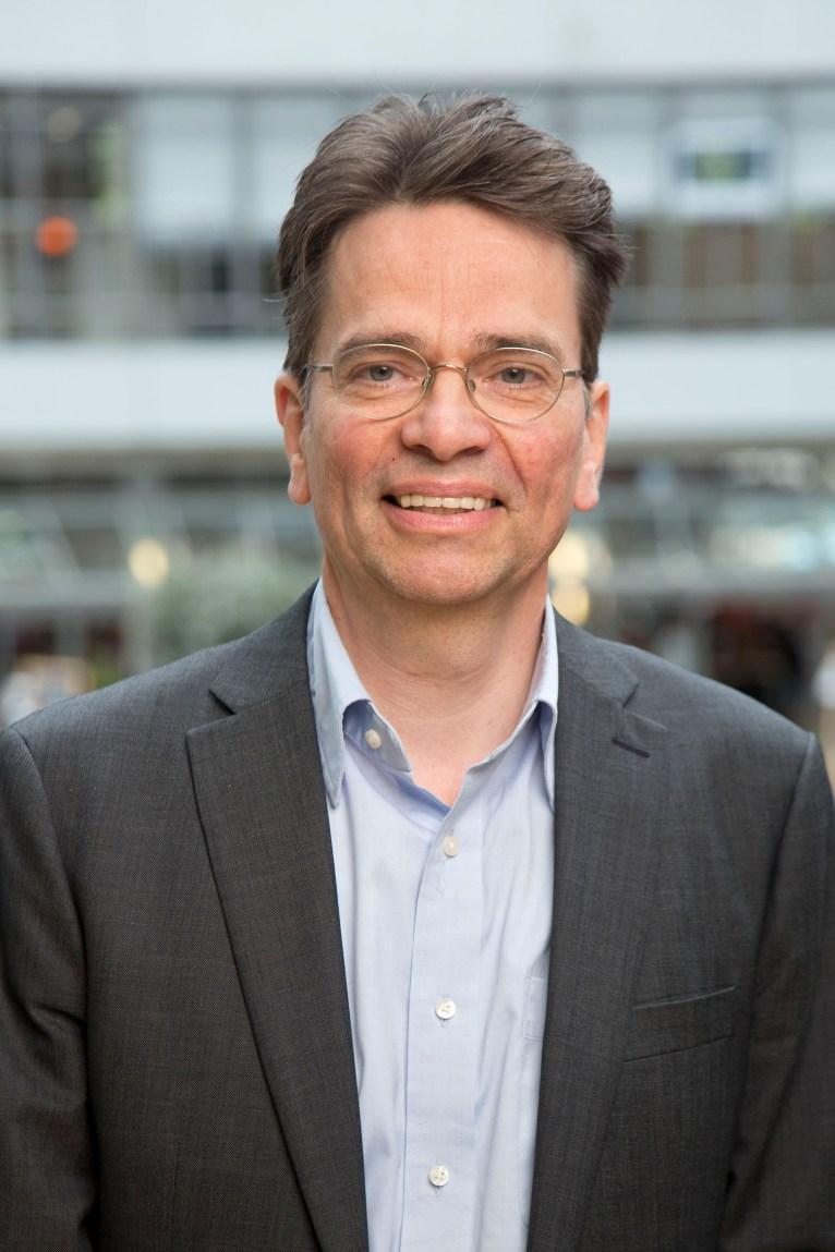 Linden, R.W.H. van der
