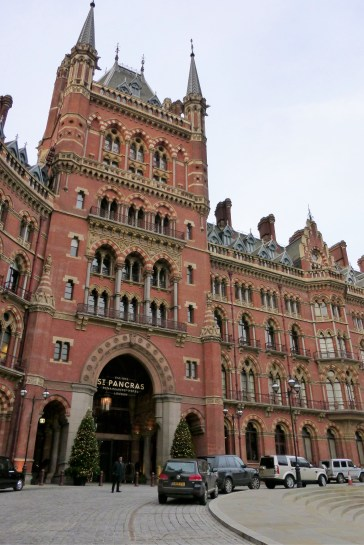 Entrance to the Renaissance London hotel