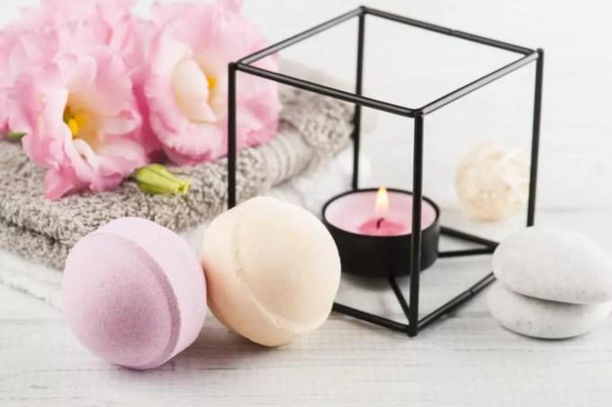 how to use a bath bomb - ibeautyguide