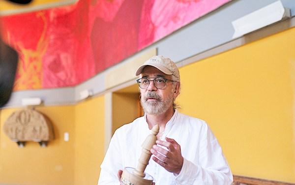Trabaja Carlos Andrade en película sobre alfabetización de los mayas