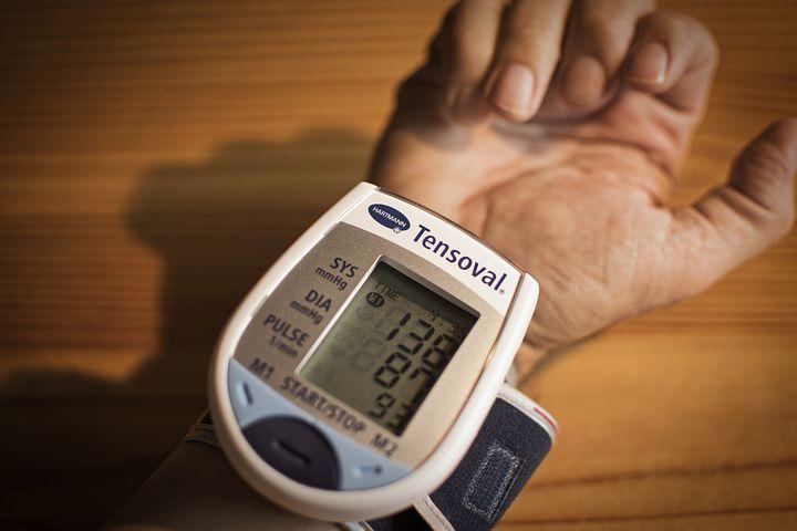 اعراض الضغط العالي أهم علامات ارتفاع ضغط الدم وكيفية التصرف 2