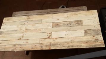cabecero de listones de madera reciclada