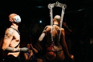 enrica-coltello-bdsm-bar-suspension-ibiza-web-40