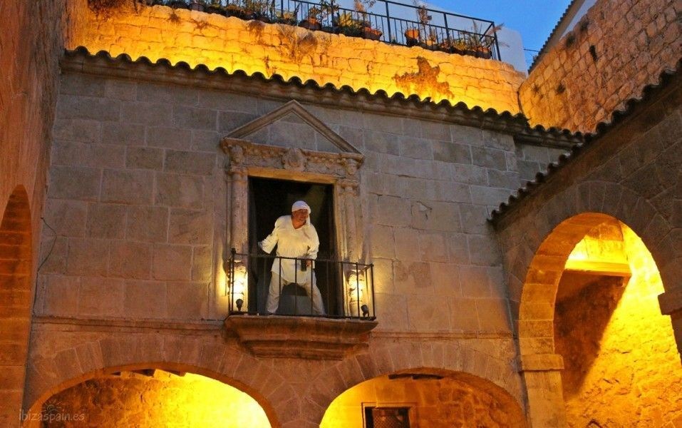 Ventana en el Patio de Armas. Dalt Vila . Ibiza