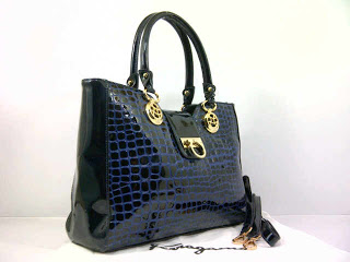 new-salvator-ferragamo-super-croco-komb-glosi-351dblue-35x12x26-idr370rb