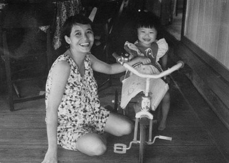 1976: Mummy & cheh