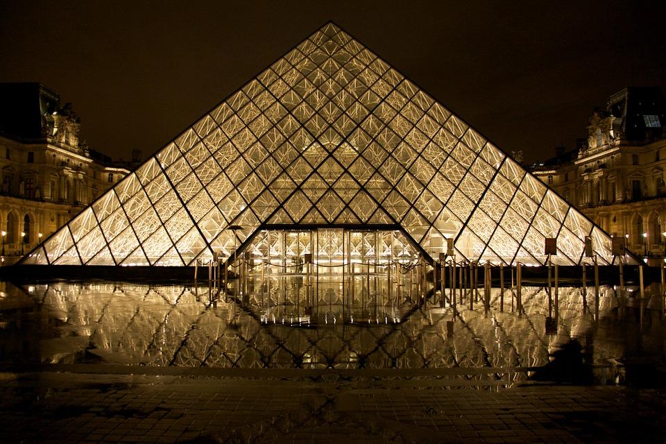 ピラミッド ルーブル美術館