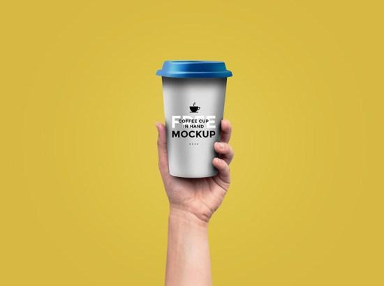 Maqueta de la taza de café en la mano por GraphicsFuel