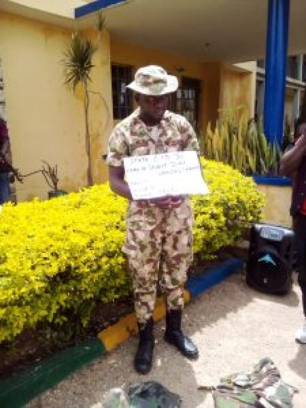 Police parades ex-Air Force personnel caught impersonating Nigeria Army