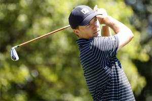 Golf: Spieth keeps his cool to overcome hiccup
