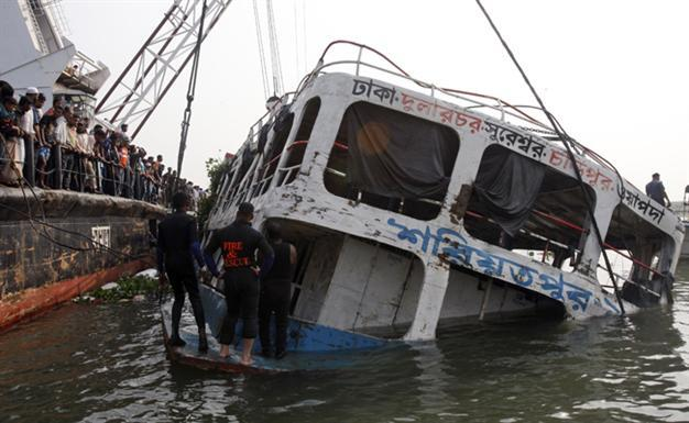 11 dead as ferry sinks on Bangladeshi river