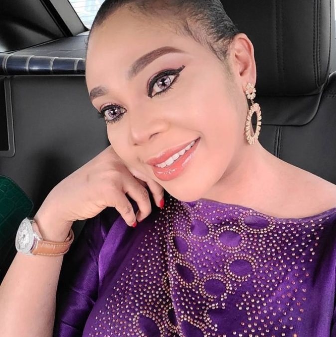 Ehi Ogbegbor Flaunts Gift She Received After MC Oluomo's Wedding (Video)