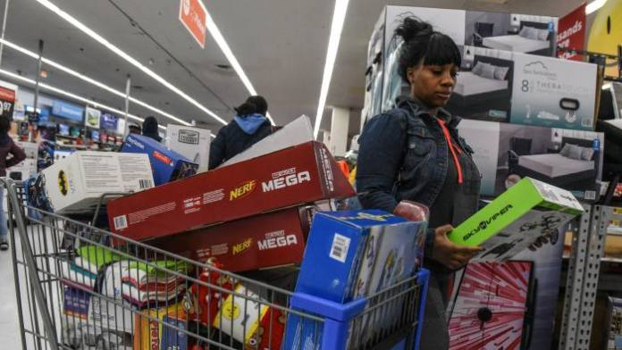 U.S. consumer sentiment plunge to decade low in August