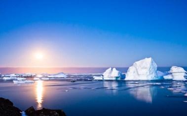 arktika-okean-solntse-aysbergi
