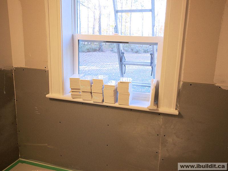 Installing The Ceramic Tile Tub Surround My Old House IBUILDITCA