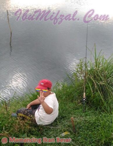 memancing ikan dengan anak