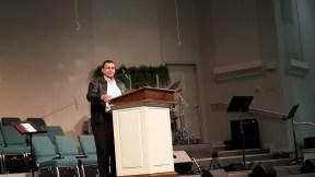 En Woodland Park Baptist Church... Predicando