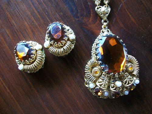 VINTAGE-WEST-GERMANY-PENDANT-NECKLACE-AND-EARRINGS-SET