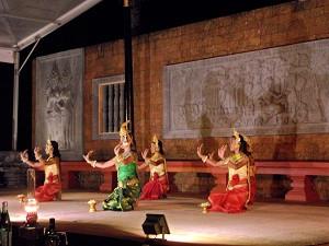 Raffles Apsara Dance & Dinner (1)