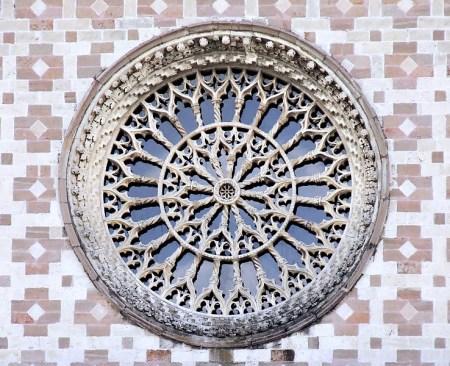 1336753128_-oculus_santa_maria_assunta_di_collemaggio