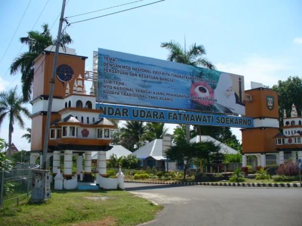 Gerbang bandara Fatmawati