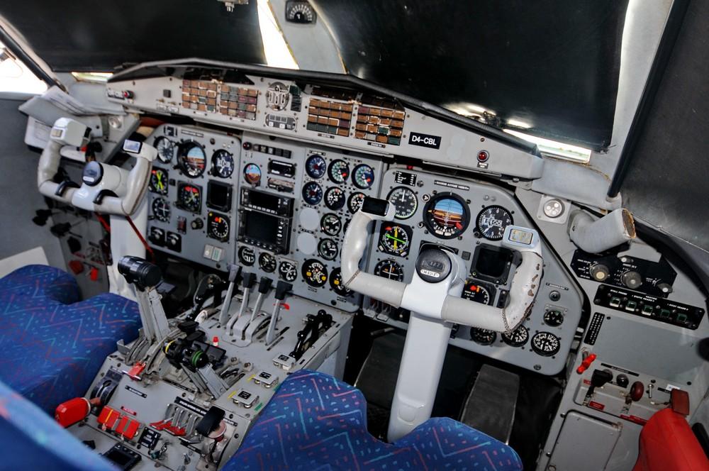 Кабина самолета Л-410