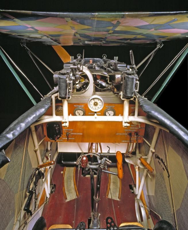 04-cockpit-avion-Fokker-D-VII-654x800