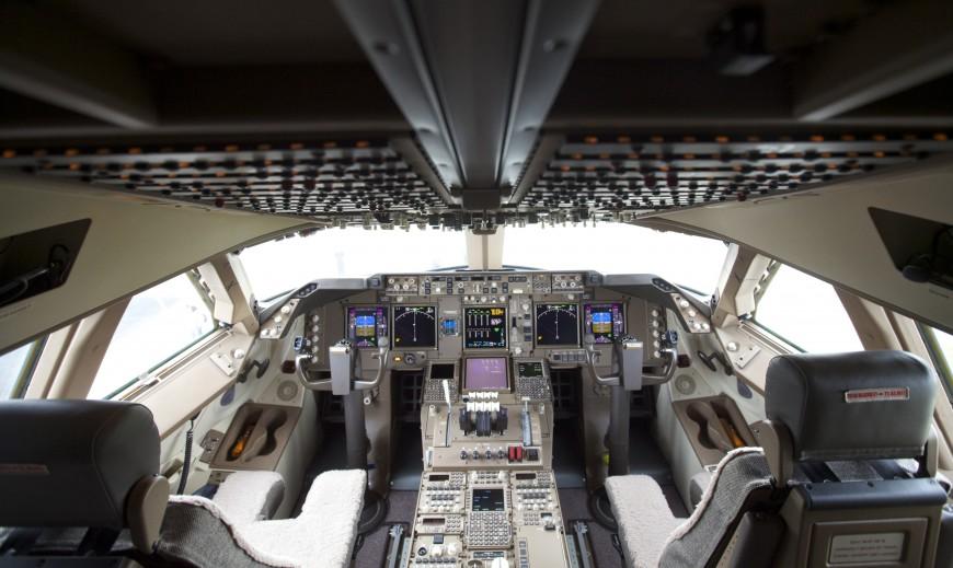 17-cockpit-avion-boeing-747-870x519