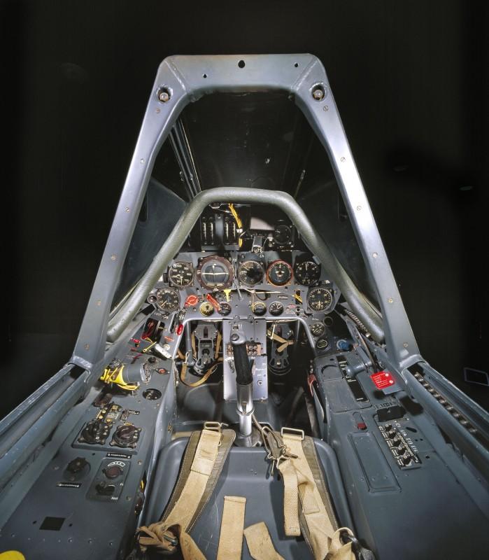 11-cockpit-avion-Focke-Wulf-Fw-190-F-8-699x800